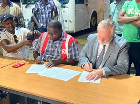 Signature de l'accord professionnel du transport scolaire à Mayotte
